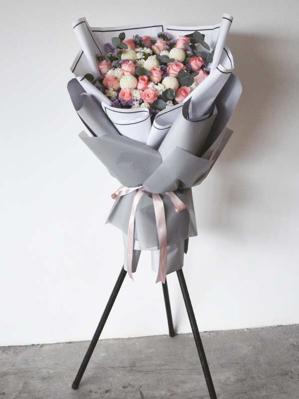 dreamy-vacation-opening-flower-stand-grey