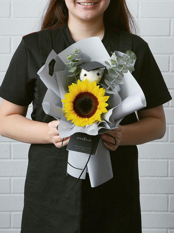 graduation-sunflower-petite-grey-flower-bouquet