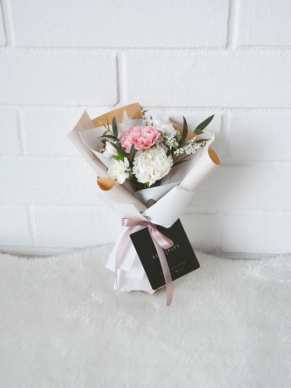 teachers-day-carnation-petite-flower-bouquet-01-600x800