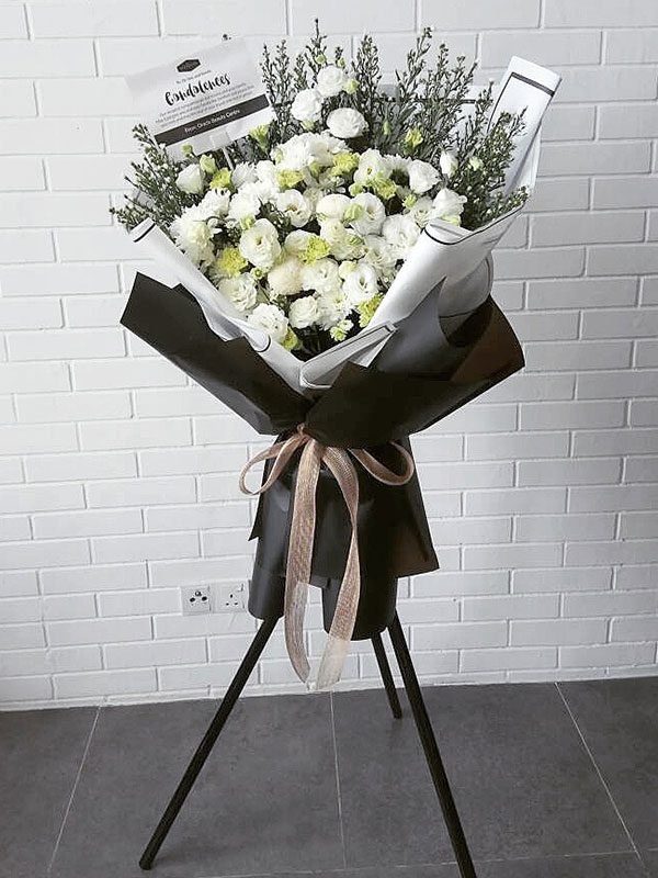 eustoma-condolence-flower-stand