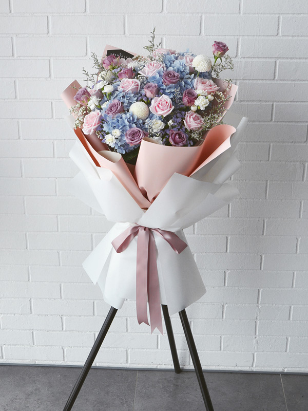 blue-hydrangea-pink-purple-rose-opening-flower-stand