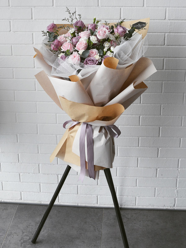 flurry-affection_opening-flower-stand