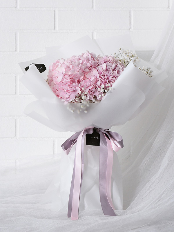 pink-hydrangea-baby-breath-flower-bouquet-white