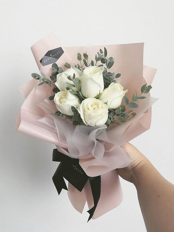 Minimalist White Rose Flower Bouquet