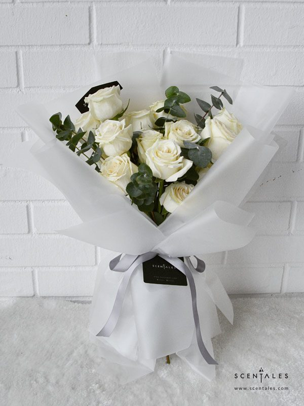 minimalist white rose trans flower bouquet