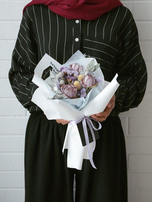 agnes-dried-flower-bouquet