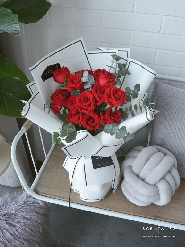 minimalist red rose flower bouquet